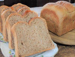 全粒粉100%のパン・ド・ミの写真